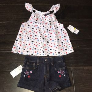 Adorable summer outfit. Top and denim shorts